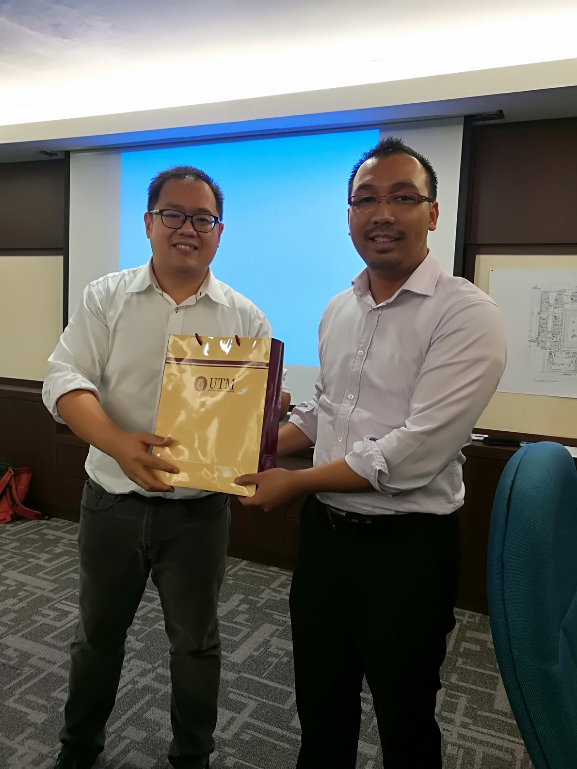 Token appreciation is given by Dr. Firdaus from UTM